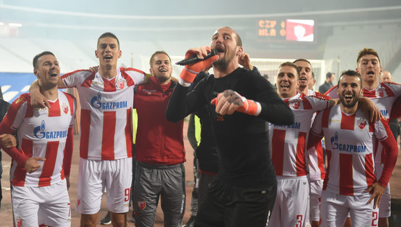 Fudbaleri Crvene zvezde slave osvajanje titule