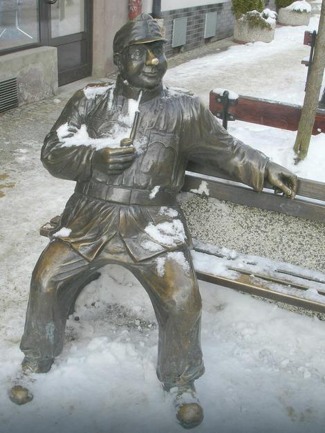 Spomenik dobrom vojniku Švejku u Sanoku, u Poljskoj. Švejk, junak romana Jaroslava Hašeka, ostaje večan simbol borbe protiv ratnog bezumlja. Baš kao i njegov stvarni kolega, dobri kaplar Brandhuber