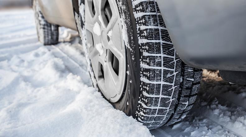 IMGW ostrzega: będzie ślisko na drogach