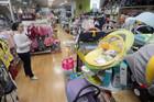 UVOZNIČKI LOBI Zašto su cene bebi opreme u Srbiji drastično uvećane i kako funkcioniše LANAC MONOPOLA