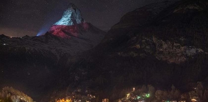 Polska flaga rozbłysła na słynnym szczycie Matterhorn
