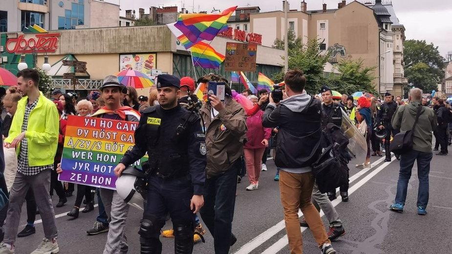 Przez centrum miasta przeszedł Marsz Równości. W tłum rzucono petardę