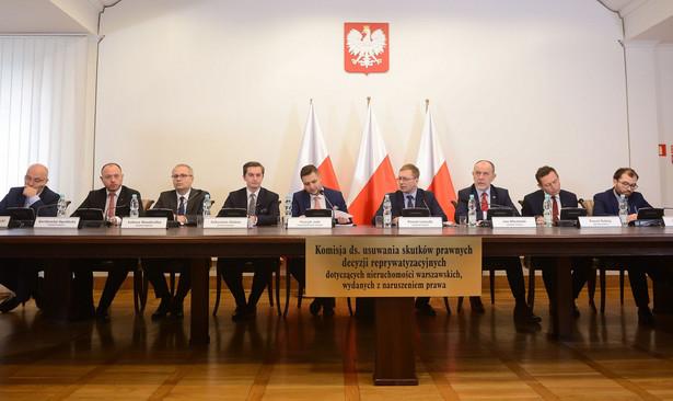 Komisja weryfikacyjna uznała w piątek, że decyzja reprywatyzacyjna z 2003 r. ws. Noakowskiego 16, została podjęta z naruszeniem prawa