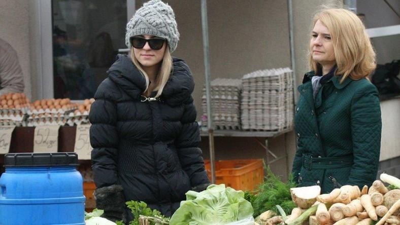 Małgorzata i Kasia Tusk na targu.