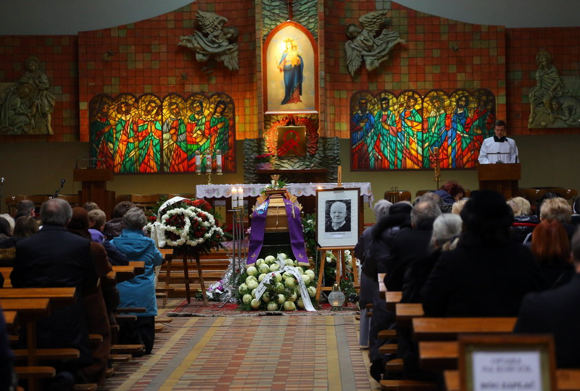 Śmierć Salezjanina. Ksiądz Antoni Gabrel, pierwszy dyrektor liceum salezjańskiego w Łodzi pochowany na cmentarzu Doły