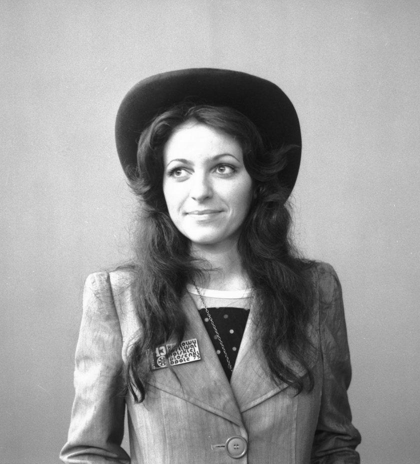 Anna Jantar w kapeluszu
