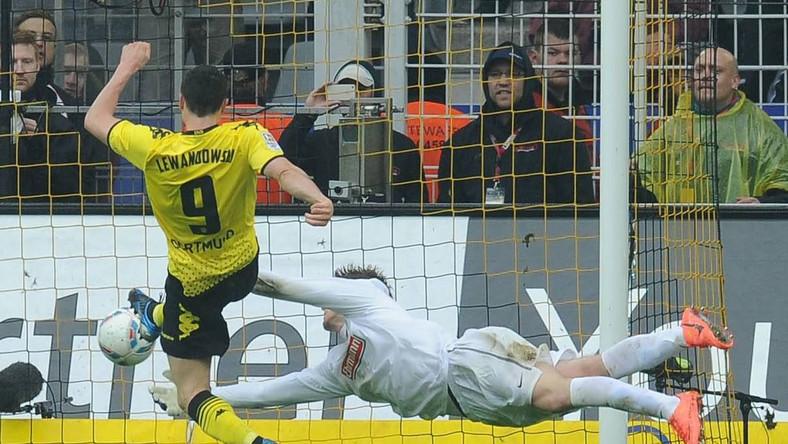 Polak strzela gola dla Borussii