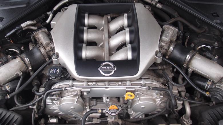 Tylko cztery osoby w fabryce Nissana mogą składać (ręcznie!) sześciocylindrowe silniki GT-R