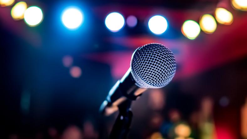 mikrofon scena