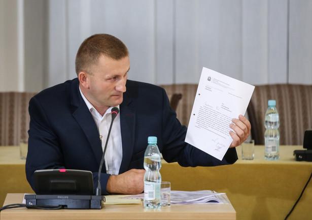 Były urzędnik warszawskiego ratusza, referent spraw Krzysztof Śledziewski zeznaje jako świadek przed komisją weryfikacyjną.