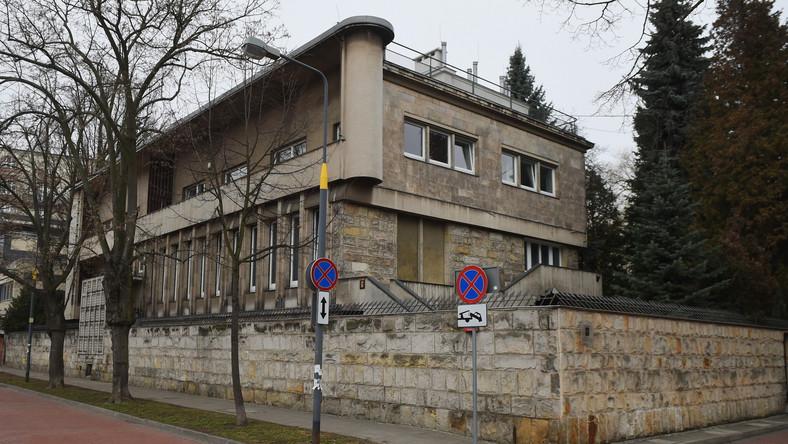 Członkowie podkomisji zjawili się w poniedziałek rano w budynku sąsiadującym z siedzibą MON przy ul. Klonowej w Warszawie, który będzie tymczasową siedzibą tego gremium.
