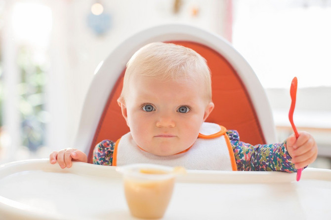Dete treba pustiti da smao jede