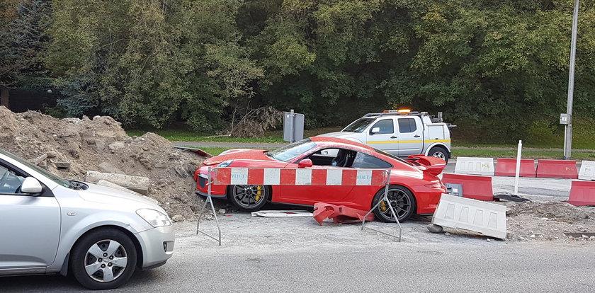 Ktoś porzucił auto za pół miliona!