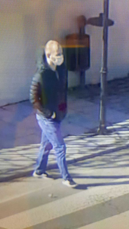 Wieliczka. Policjanci szukają sprawcy napadu na jubilera
