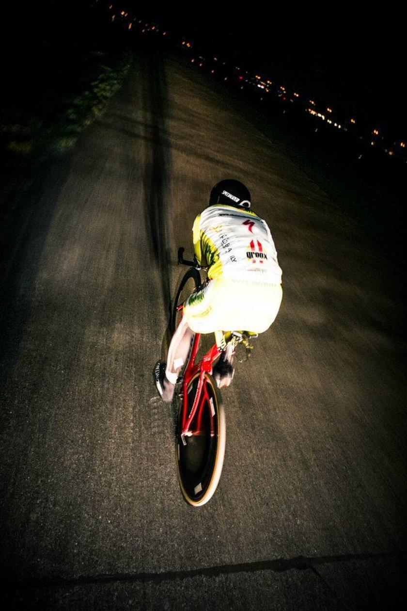 Jechał na rowerze przez dobę, ustanowił rekord!