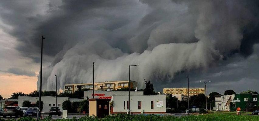 Kolejny dzień burze nękają Polskę. Przerażające zdjęcia z Torunia. Taki pogodowy koszmar pojawił się nad miastem
