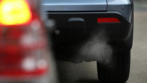 Spaliny samochodowe to jedno ze źródeł emisji CO2 do atmosfery. Równie ważna okazuje się produkcja żywności