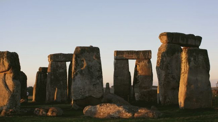 412488_stonehenge101012650x366