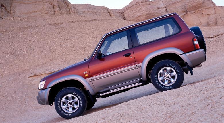 Nissan dostępny jest z nadwoziem 3- lub 5-drzwiowym.