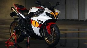 Yamaha YZF-R1 podpisana przez Giacomo Agostini