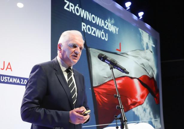 """Odpowiadając na pytania na sobotniej konferencji prasowej Gowin zaznaczył, że trzeba uruchomić wszelkie możliwe instrumenty, żeby """"ratować polskie firmy i miejsca pracy dla milionów Polaków""""."""