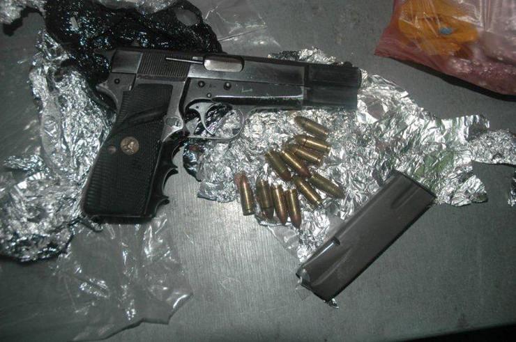 U Kruševcu uhapšen muškarac S.P. sa pištoljem za opasačem, za koji nije imao dozvolu, u stanu pronađen i heroin!