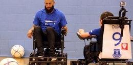 Znany bramkarz trenował na wózku inwalidzkim! Chciał pomóc kibicom!
