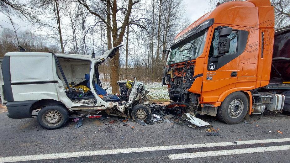 Granice: Wypadek na DK42. Małżeństwo zginęło po zderzeniu z ciężarówką
