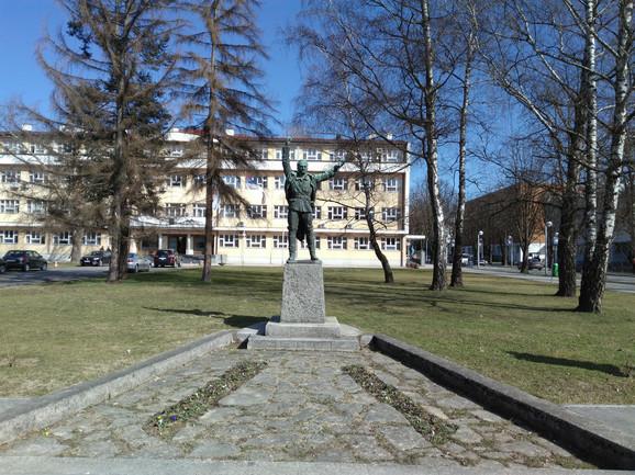Spomenik narodnog heroja u Prijedoru