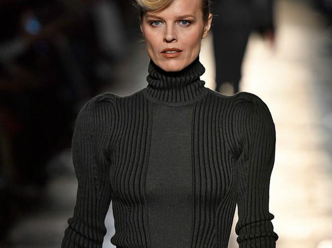 Eva Hercigova na Nedelji mode u Milanu pokazala da je na pisti i dalje prava diva!