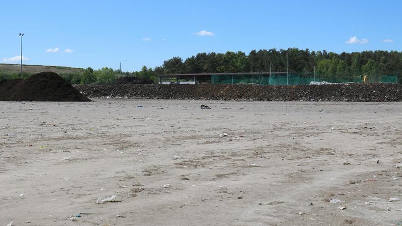 W ostatnich tygodniach część zalegających na placu dojrzewania kompostu odpadów wywożona jest poza Gdańsk