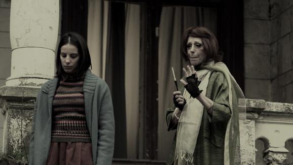 U filmu glume i Nada Macanković i Branka Petrić