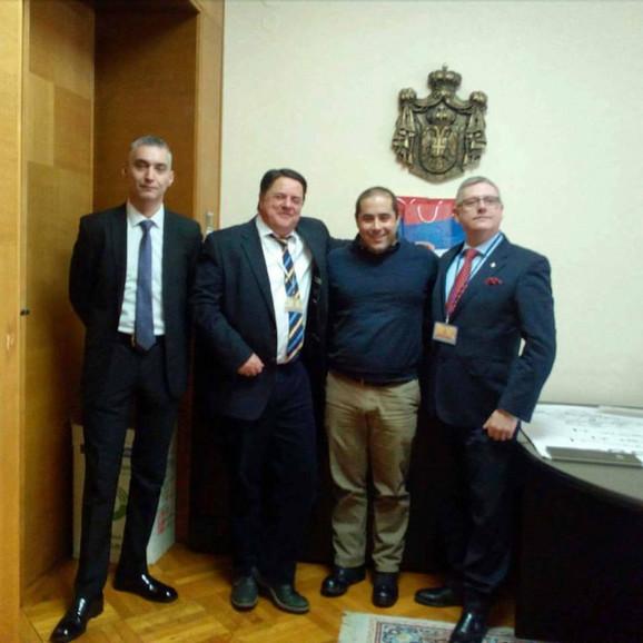 Dejan Damjanović, Nik Grifin, Miša Vacić i Džim Doson u Kancelariji za KiM