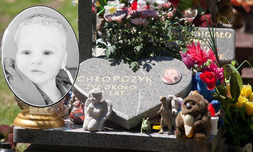 Twarz porzuconego w stawie chłopca wryła się w serca Polaków. Nazywano go Jasiem