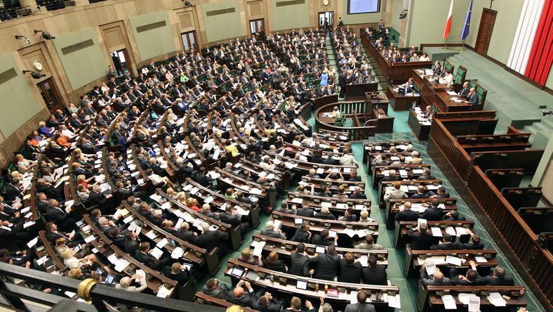 Czy Sejm ratyfikuje konwencję broniącą kobiet?