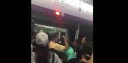 Pasażerowie ruszyli na ratunek staruszce. Nie uwierzysz, co zrobili!