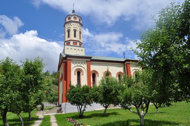 Bo01 Hram Svete Trojice u selu krivelj kod Bora foto D.Kecic