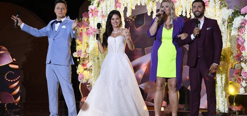 Klaudia Halejcio w sukni ślubnej na Festiwalu Weselnych Przebojów w Mrągowie. W podobnej stanie na ślubnym kobiercu?