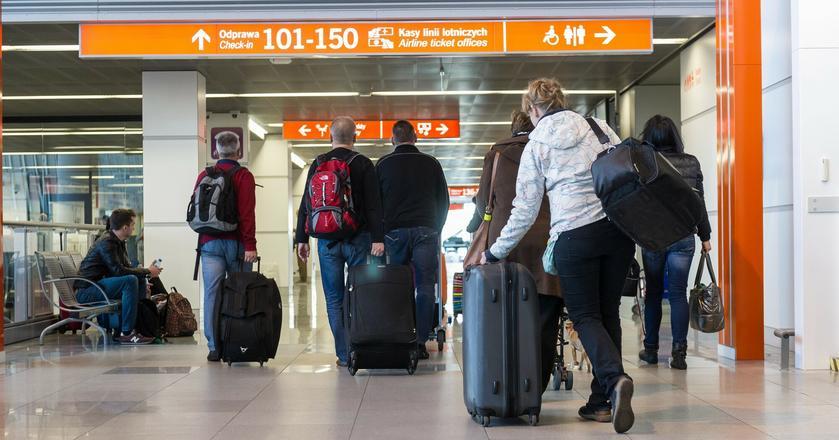 12 proc. Polaków myśli o emigracji
