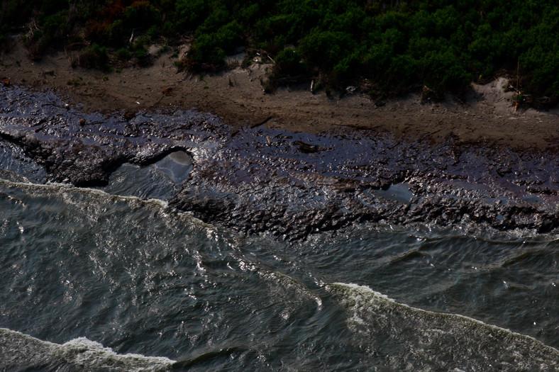 Katastrofa w Zatoce Meksykańskiej: Venice, Louisiana, USA. Ropa na plaży. Foto: Derick E. Hingle/Bloomberg
