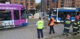 Zderzenie autobusu z tramwajem. 16 osób rannych!