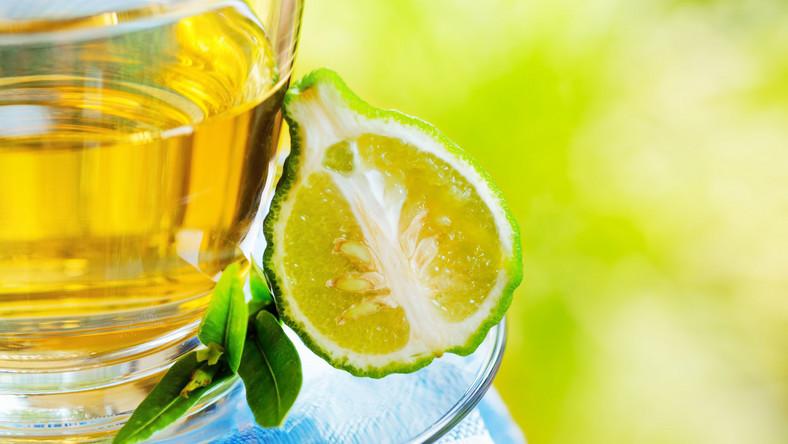 Herbata Earl Grey obfituje w katechiny – jedne z najmocniejszych przeciwutleniaczy, które zwalczają infekcje jamy ustnej. Zawiera również fluor, który wzmacnia zęby i chroni je przed próchnicą