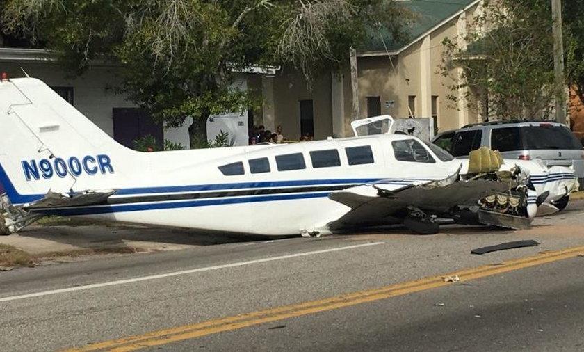 Samolot runął na samochody. Wielu rannych