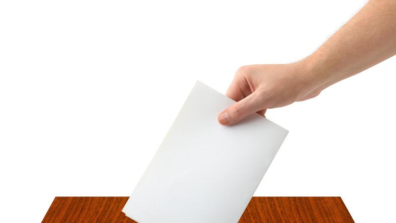 Lider znanej partii chce rządzić, choć sondaże nie dają nadziei