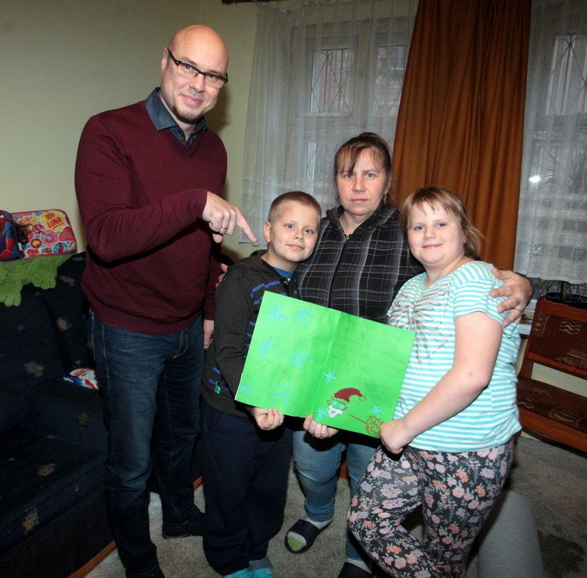 W Świąteczna Akcje Faktu od kilku lat angażuje się także gdański radny Wojciech Stybor. Odwiedził rodzinę Anny Jezierskiej z Gdańska. Podarował im m.in. wymarzoną wykładzinę