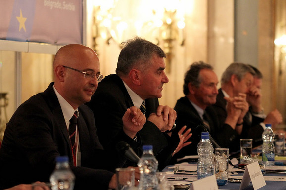 Nebojša Jevremović (prvi sa leve strane)