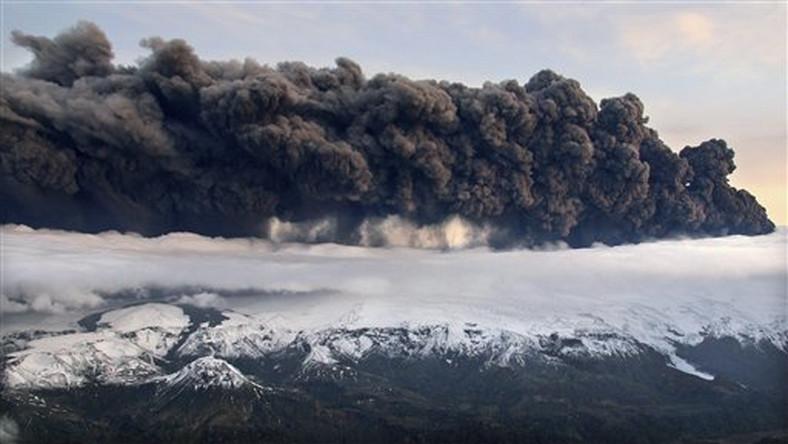 Chmura pyłów wulkanicznych może stanowić zagrożenie dla ruchu lotniczego