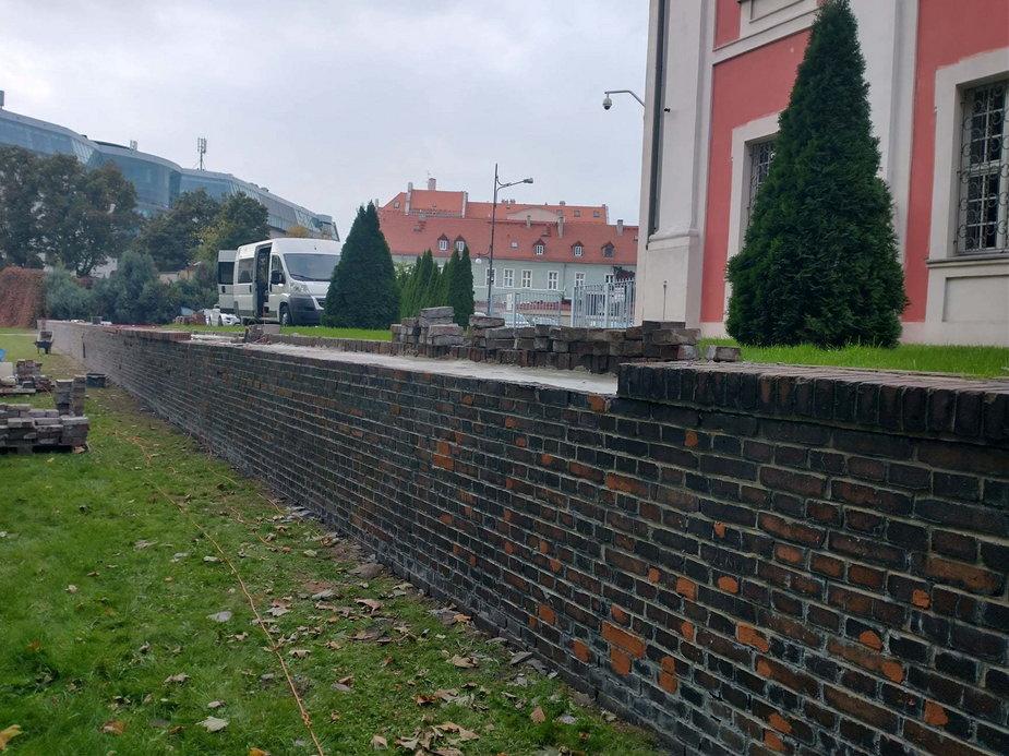 trwa remont i rewitalizacja muru oporowego w Parku im. Chopina fot. ZZM Poznań