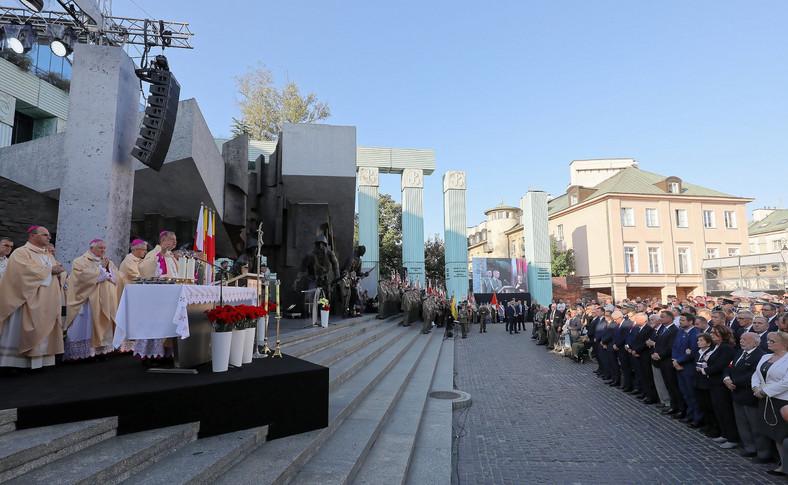 Uroczysta polowa msza św. pod przewodnictwem biskupa polowego Wojska Polskiego