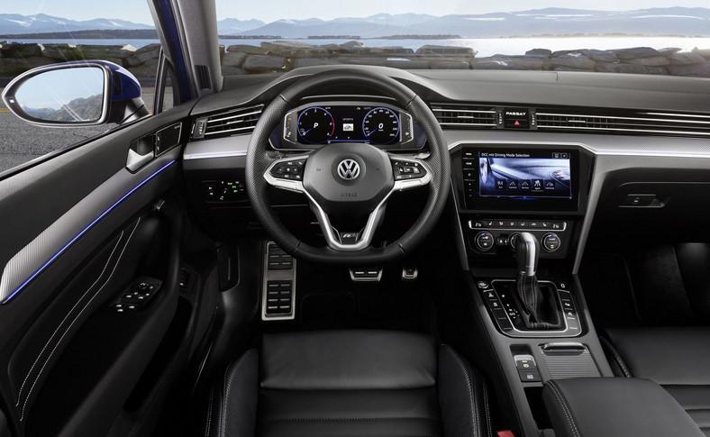 Passat jako pierwszy model VW pojawi się na rynku z kierownicą pojemnościową - rejestruje ona dotyk, rozpoznaje kiedy kierowca chwycił kierownicę